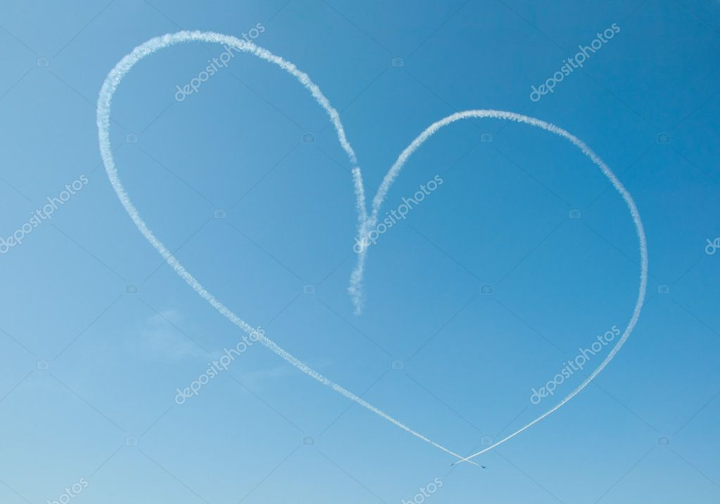 Heart in sky (made by aerobatic planes) — Stock Photo #10422391