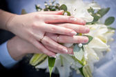 The hands on the bouquet Suite — Stock Photo