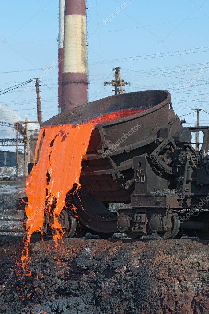 The molten steel is poured into the slag dump. The molten slag is poured from a bucket mounted on a railway platform. — Stock Photo #10413257