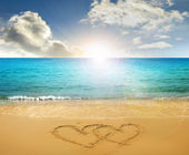 Getekende harten in strand — Stockfoto