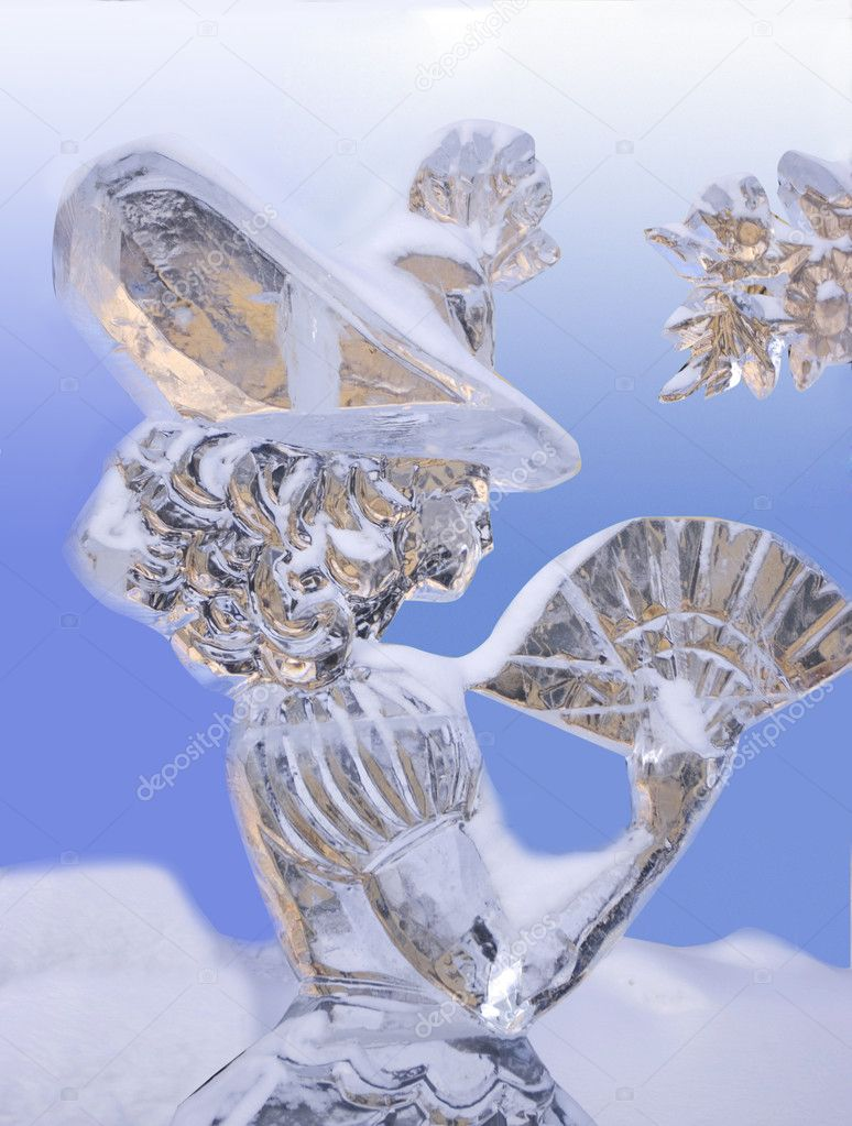 YEKATERINBURG - JANUARY 15: Competition ice sculptures, works of the best sculptors of the Ural ranked prizes january 15, 2010 in Yekaterinburg, Russia — Stock Photo #10512983