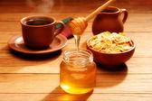 Healthy breakfast with honey — Stock Photo