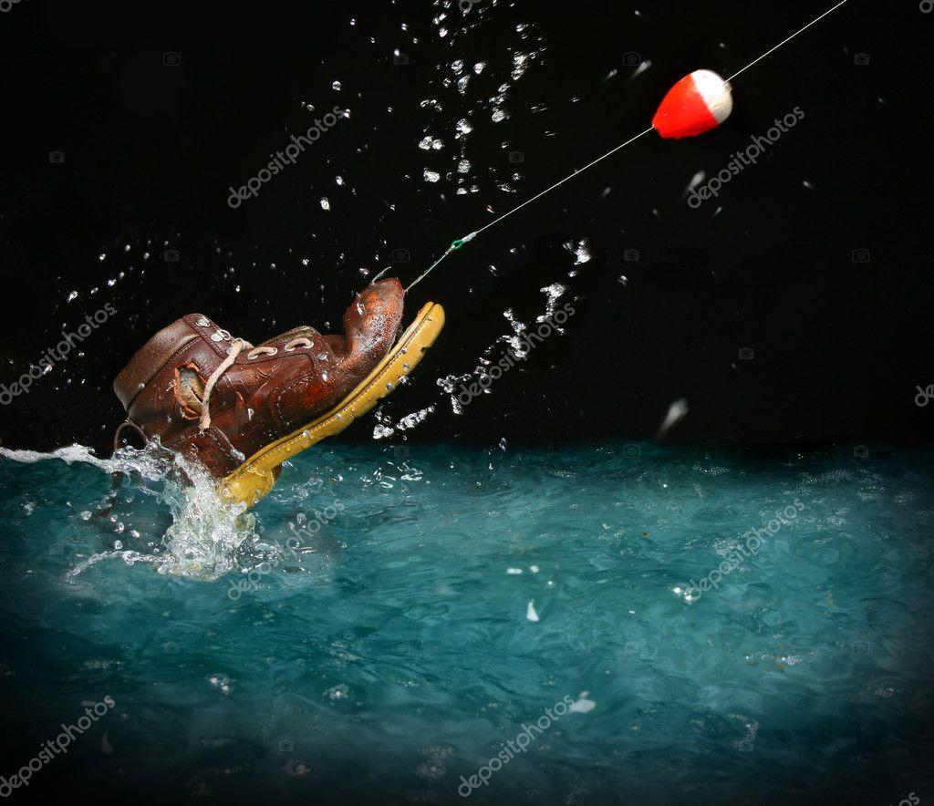 рыбак поймал башмак
