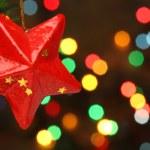 Boże Narodzenie gwiazda na gałęzi drzewa — Zdjęcie stockowe