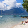 Beach of Lake Garda at Torri del Benaco — 图库照片