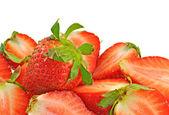 Fragole rosse intatti e tagliati — Foto Stock