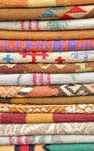 成堆的印花地毯 — 图库照片