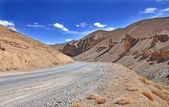 Curved road in barren mountain — Stock Photo