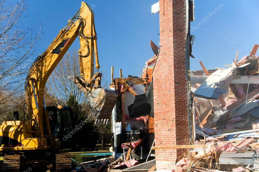 The demolition of a large residence by heavy equipment — Stock Photo #10429925