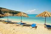 Beautiful beach view with sunbeds and umbrellas at Xigia beach — Stock Photo
