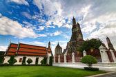Temple Wat Arun in Bangkok in right side — Stock Photo