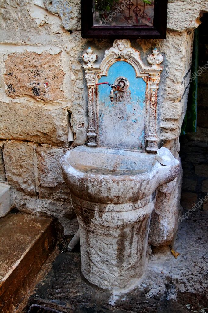 Ancient washstand in the monastery — Stock Photo #10714634