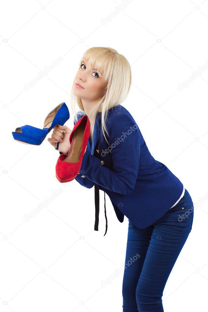 blondinka-v-sinih-bryukah-foto