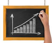 рисование диаграммы, представляющие роста — Стоковое фото