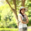 Beautiful young woman smiling in a park — Stock Photo