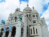 Basilica of Montmartre in a cloudy day — Stock Photo