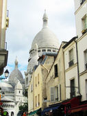 Foreshortening of the Montmartre church from quarter's streets — Stock Photo