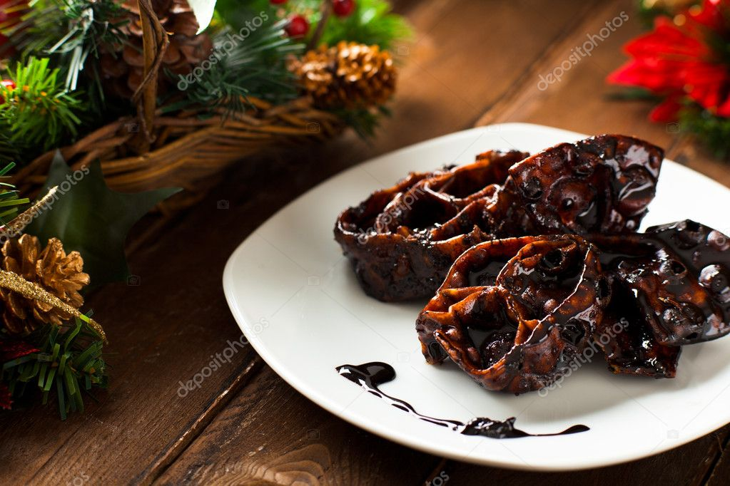 Cartellate with Vincotto, a Traditional Christmas Food from Apulia, Italy — Stock Photo #10800386
