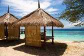 Hut at beach and turquoise sea on island, Gili Islands — Stock Photo