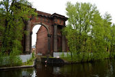 """New Holland"" Big arch with columns on the river Neva. — Stock Photo"