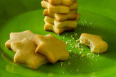 Cookies on green plate — Stock Photo