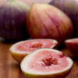 Whole and Sliced Figs — Stock Photo