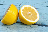 Lemons on a wooden surface — Stock Photo