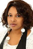 Bella donna seria nera su sfondo bianco — Foto Stock