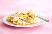 Austrian sweet dessert called kaiserschmarrn with apple sauce — Stock Photo