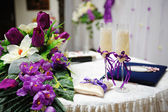 Wedding glasses and flowers — Stock Photo