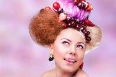 Uśmiechający się włos z owocami — Zdjęcie stockowe