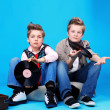 Stockfoto: Teo boys with vinil records