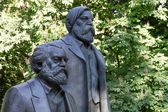 Statue of Karl Marx and Friedrich Engels in Berlin — Stock Photo
