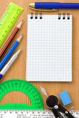 Okul ve ahşap malzeme — Stockfoto