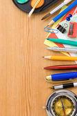 回到学校概念和用品在木材上 — 图库照片