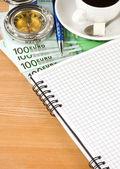 Notebook e caffè con euro — Foto Stock