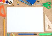 Accessorio scuola con foglio bianco — Foto Stock