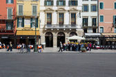 Groups of tourists in Verona — Stock Photo