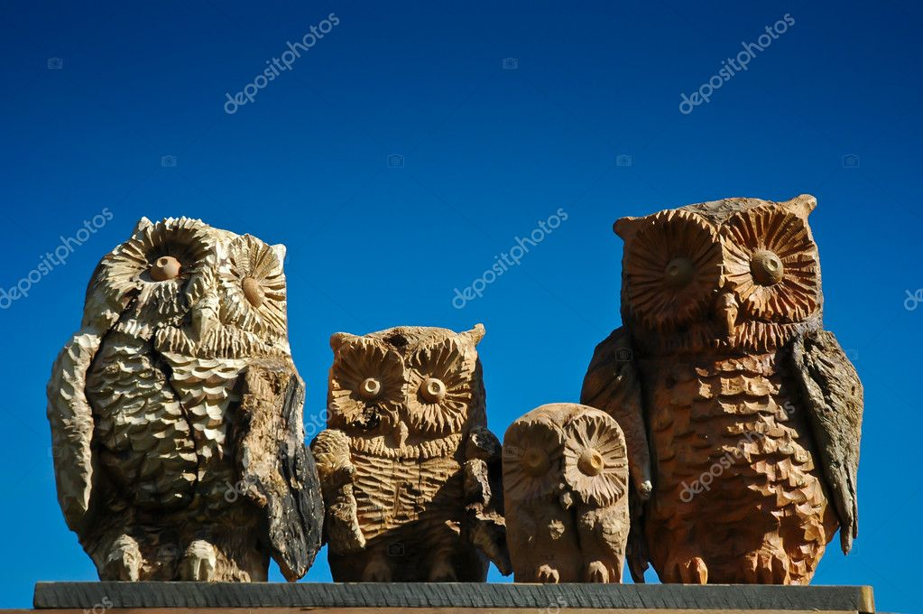A sculpture of family of wood owls local handicraft in Alta Badia, Dolomites - Italy — Stock Photo #10692658