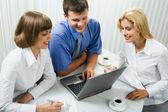 Företagsgrupp vid ett möte — Stockfoto