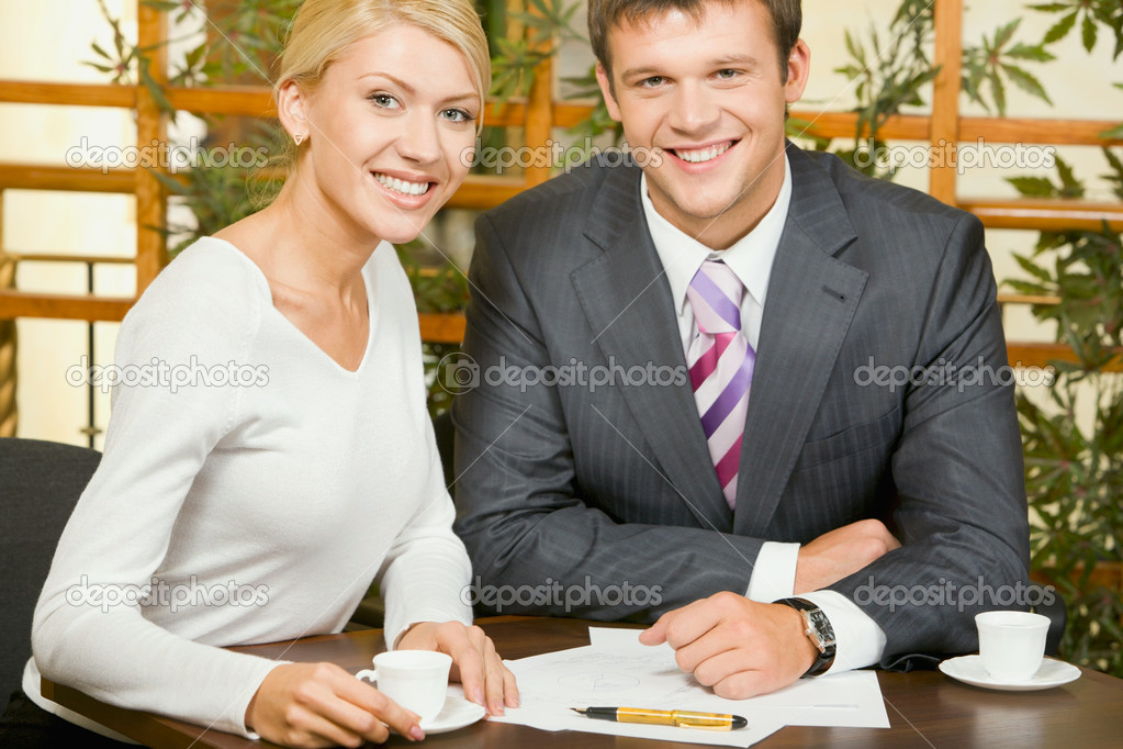 Portrait of business woman and man looking at camera in a cafe — Stock Photo #10709903