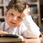 chico en la biblioteca — Foto de Stock   #10718901