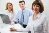 Confianza empresaria en la oficina — Foto de Stock