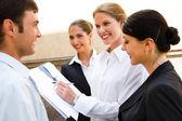 Nuevas ideas de negocio discusing — Foto de Stock