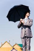 Kaufmann mit Regenschirm — Stockfoto