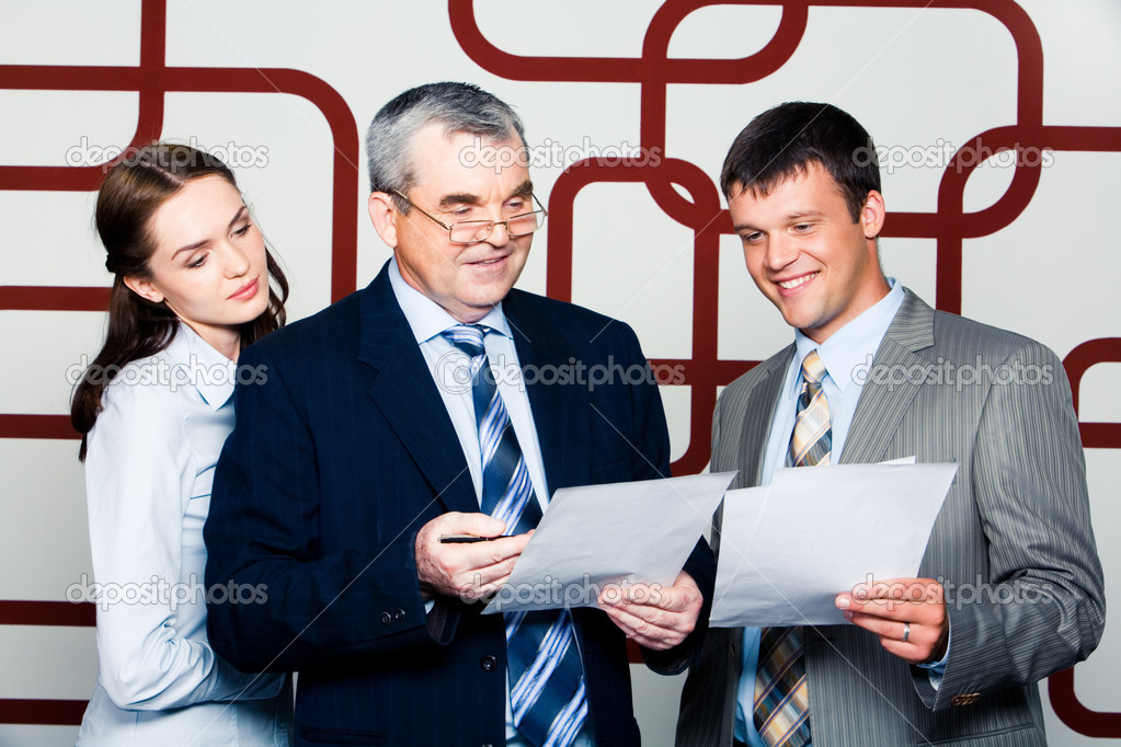 Portrait of business discussing a new project at meeting — Stock Photo #10714349