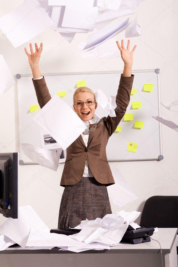 секретарша осталась после работы смотреть онлайн