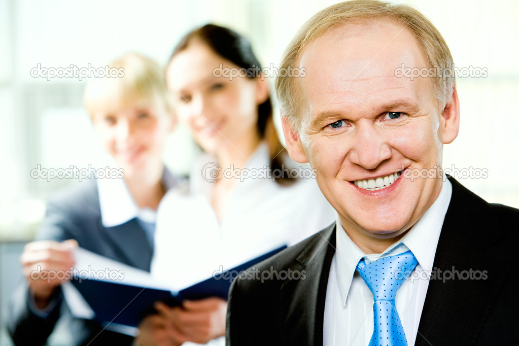 Portrait of confident adult business man looking at camera — Stock Photo #10715401