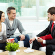 Foto Stock: Couple and agent