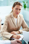 Serious businesswoman — Stockfoto